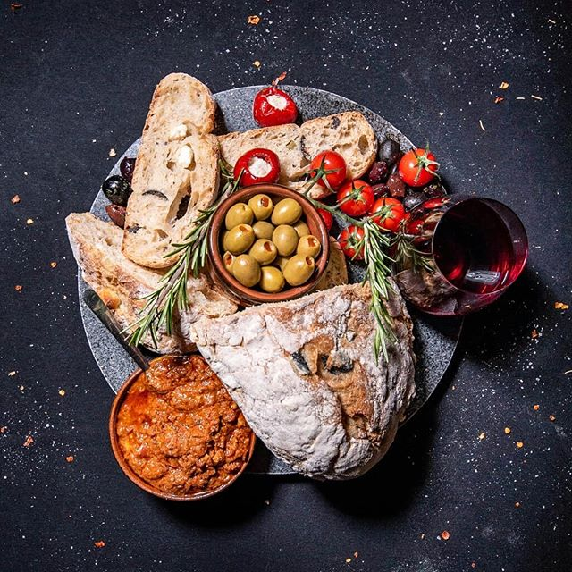 When you can't be on an island, then a good old smorgasbord of bread, tapenade, olives, tomatoes and cheese with red 🍷 obviously helps home feel more like a holiday!  What's your fav ingredient for a platter or with bread? I wonder if cheese will win - pick an emoji to share in the comments!! .  The ingredients for this foody project came from the British highstreet, but I actually want to shout about Waitrose supermarket for the superb olive and feta bread and the sundried tomato and olive tapenade @waitroseandpartners  Also love to #aldispecialbuys for the fantastic granite board. Always keeping my eyes peeled for props and presentation pieces and @aldiuk superceded itself with this one!  Shot on the same day as the last pastry post. It was a good shoot - I love it when a plan comes together and turns out at least as good as the plan/storyboard/moodboard if not better!  #waitrosefood #middleclasslife  #Chesterbusiness