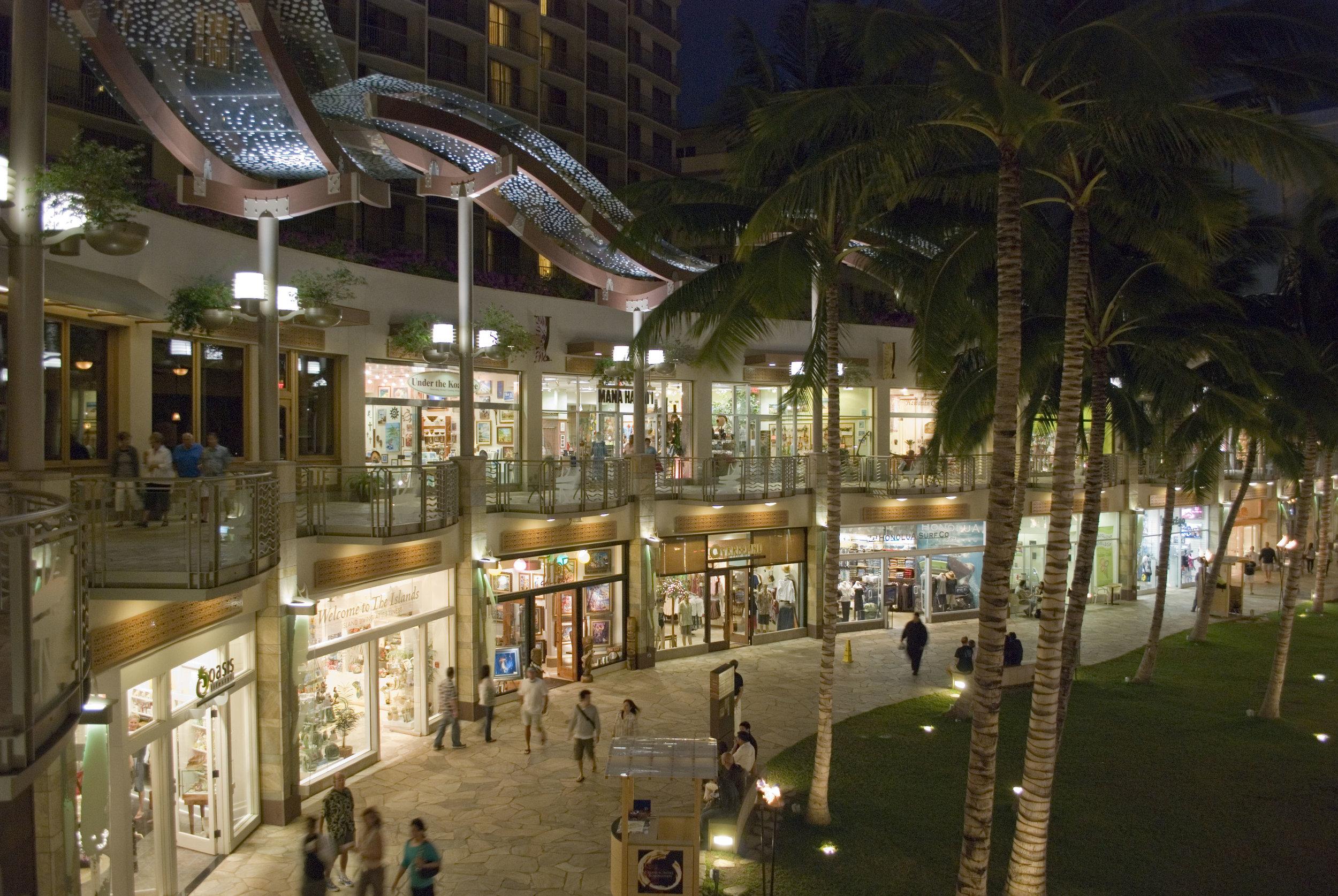 WAIKIKI BEACHWALK | Honolulu, Hawaii