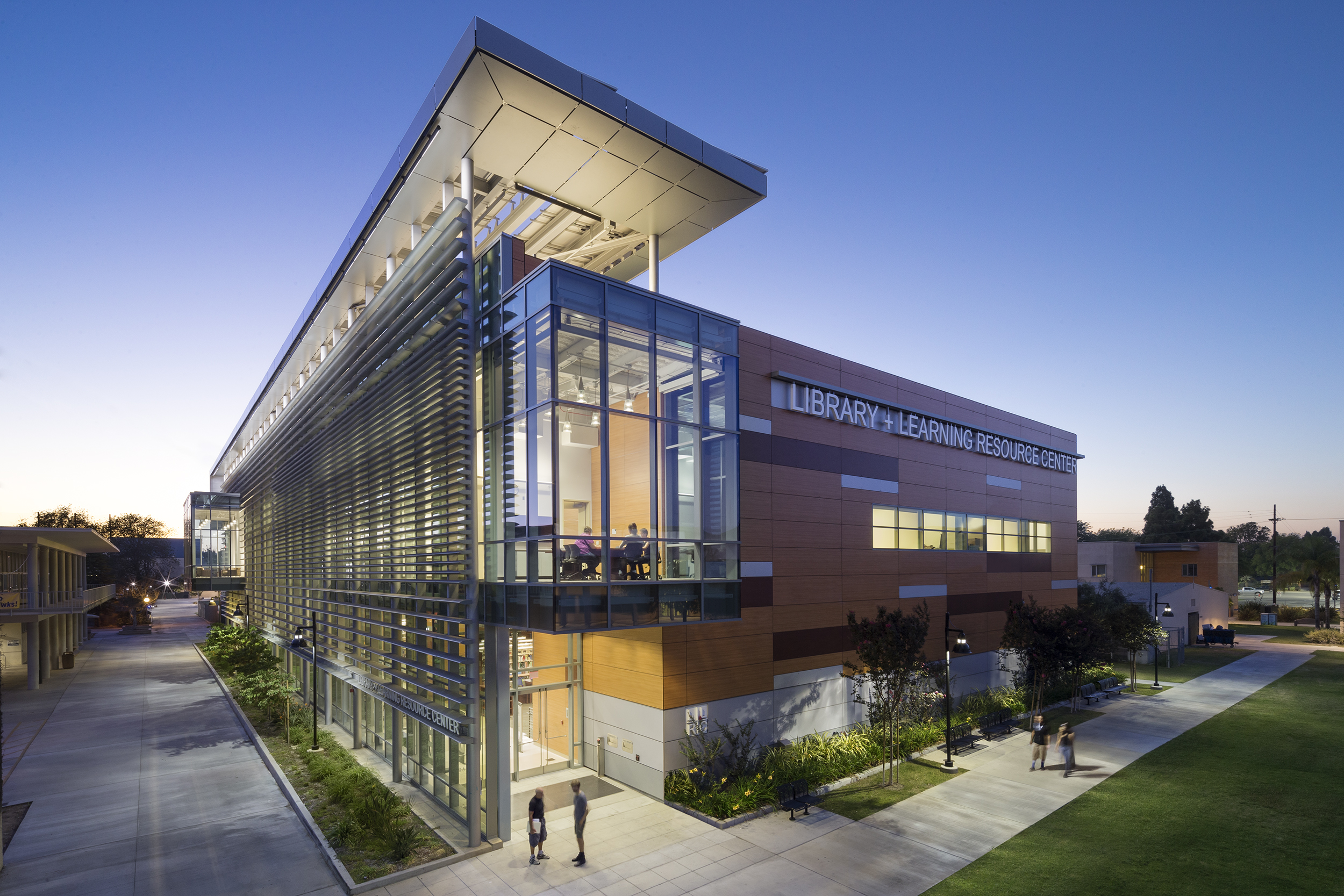 HARBOR COLLEGE LIBRARY AND LEARNING RESOURCE CENTER   Wilmington, California