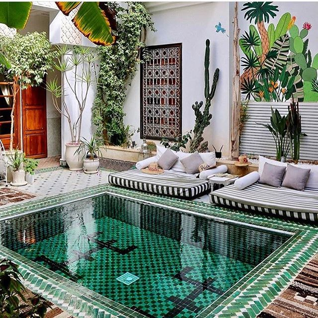 Total chill vibes at this AirBnB in Marrakech 🌱 We love outdoor living at The Vibe Project! 📸@alexfilipo