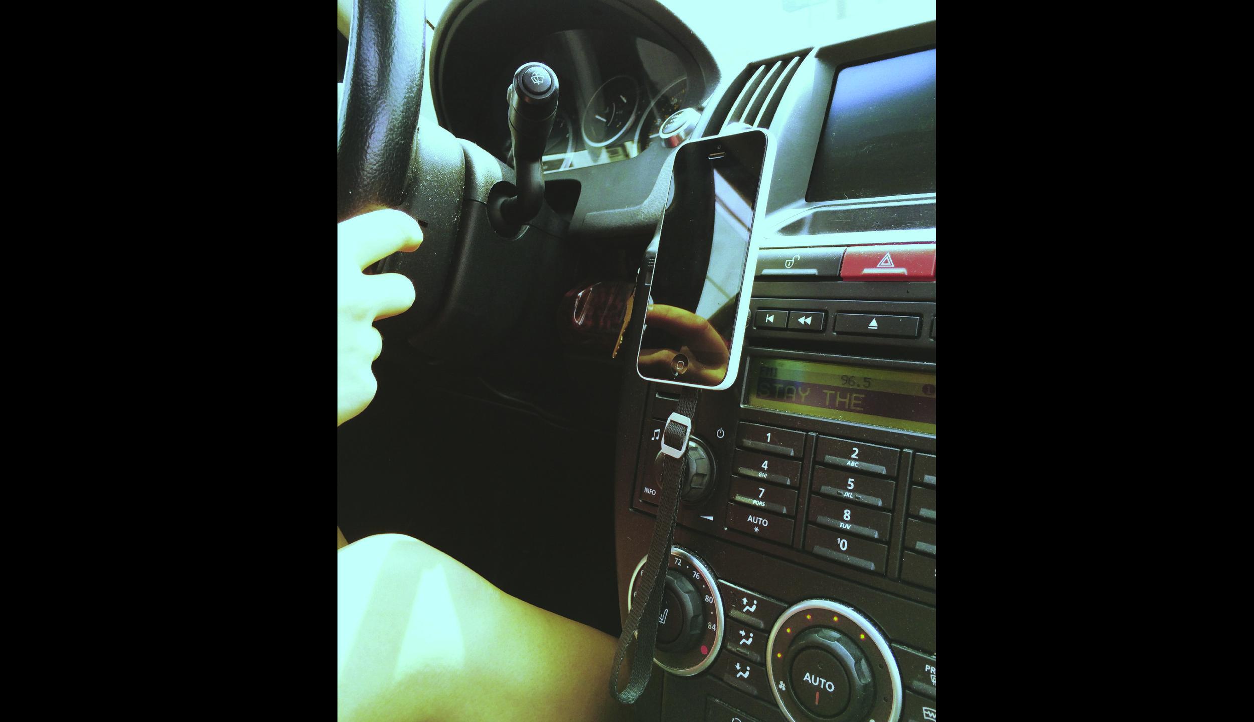 SIMPLEMOUNT IN CAR-01.jpg
