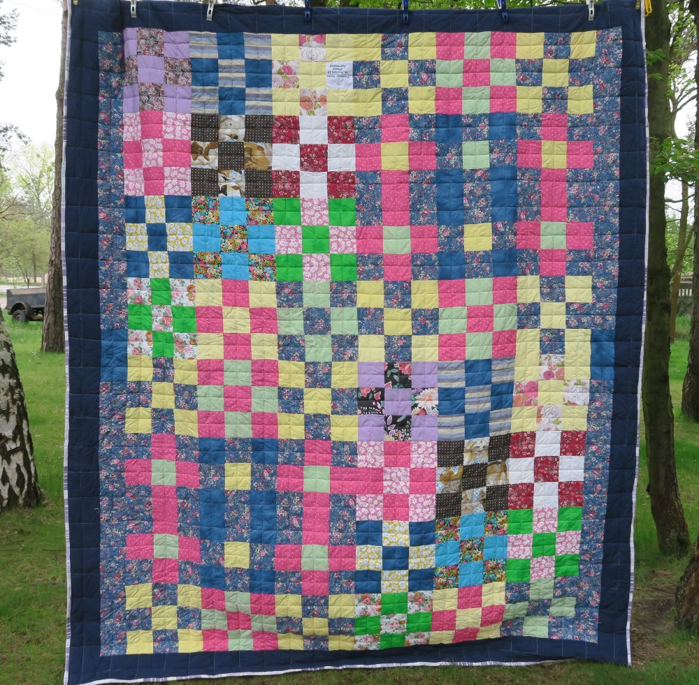 53 A friend from AZ, USA made the top. I added only the outer border.