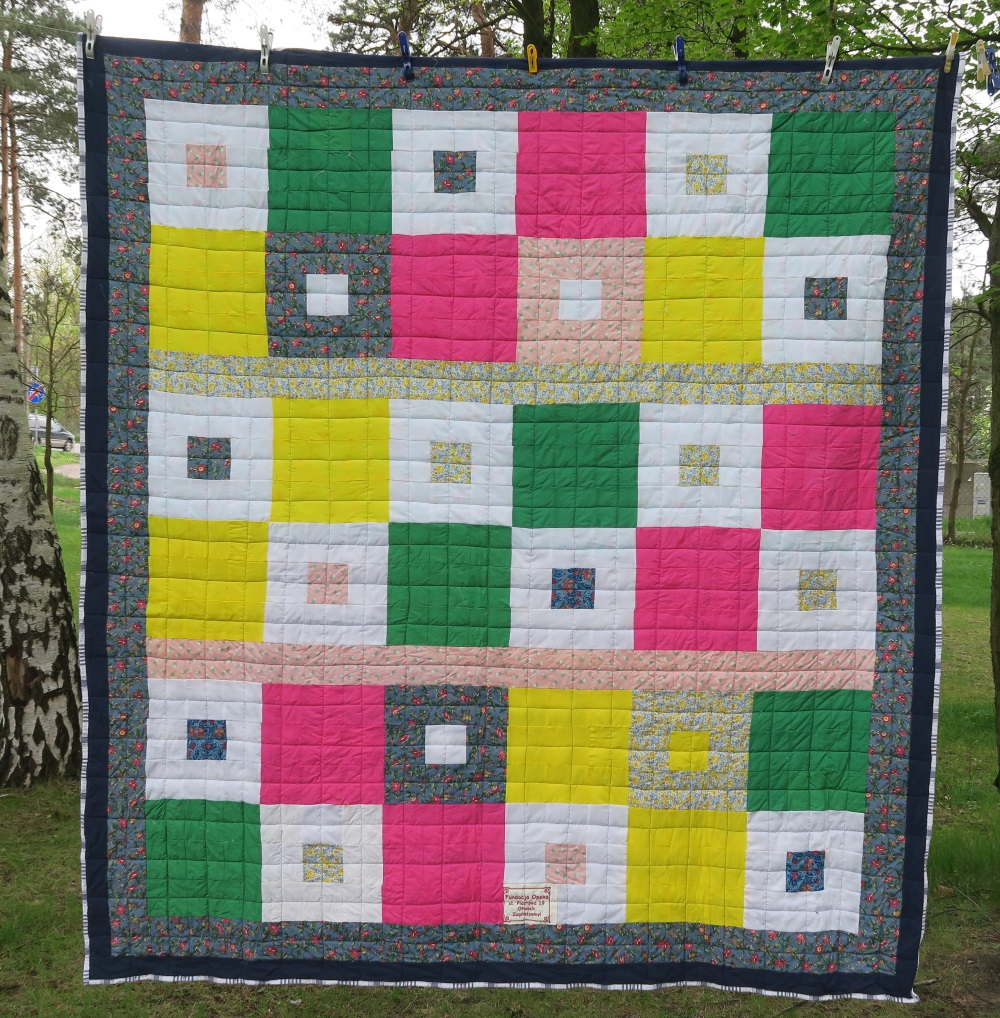 58 A friend from AZ, USA made the top. I added only the outer border.
