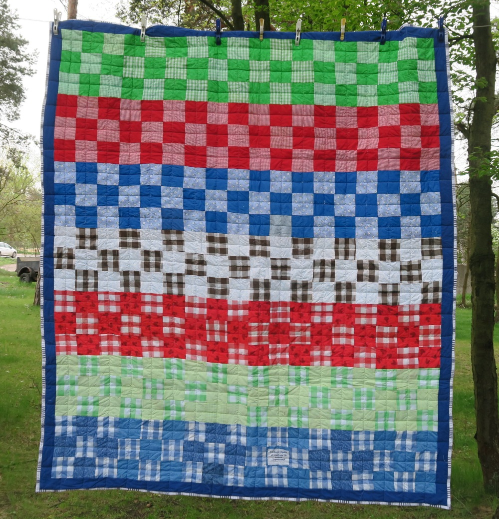 56 A friend from AZ, USA made the top. I added only the outer border.