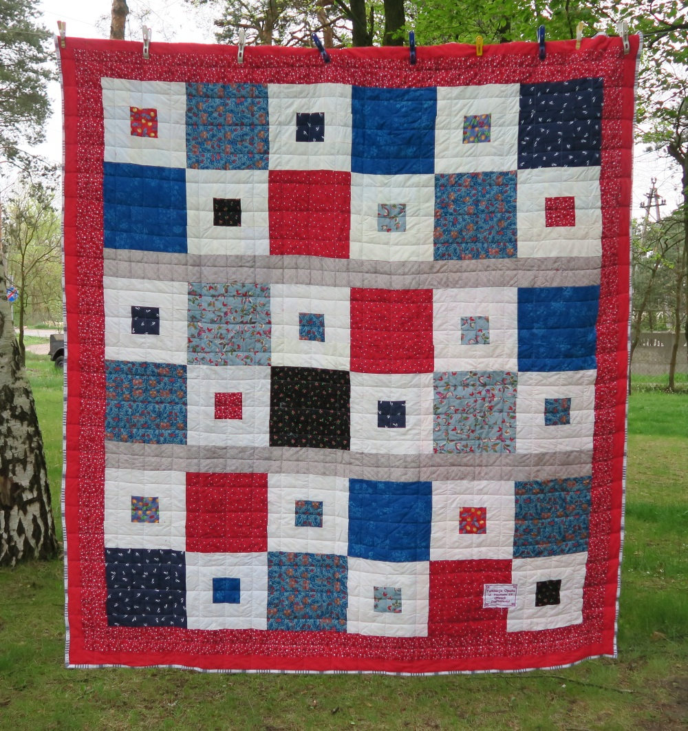 60 A friend from AZ, USA made the top. I added only the outer border.