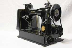 Singer Featherweight 221 Sewing Machine #AK994774   400.00
