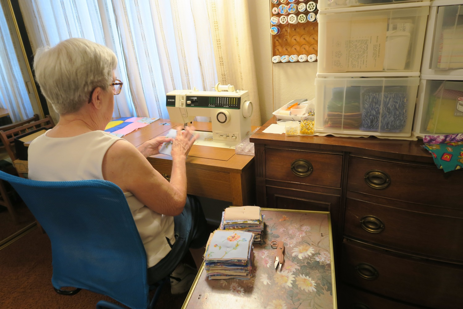 Fran in action - showing us where she puts the squares as she sews. There squares to the right of her sewing machine in those plastic drawers.