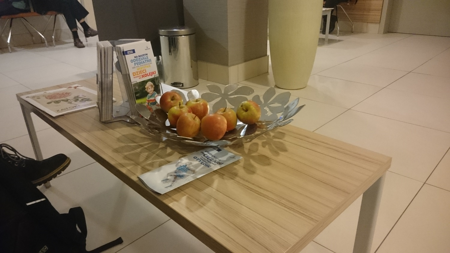 While I was waiting for an x ray this is the table that was just in front of me. I thought it pretty nice that they offered apples to snack on. NO CHARGE! People could just take and eat an apple as they wanted. Yes, apples are plenteous here!