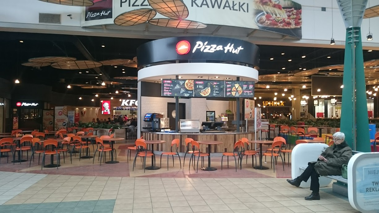 This is where you can order the pizza- and is in their food court. It's a rather modest one - only about 5 different restaurants here.