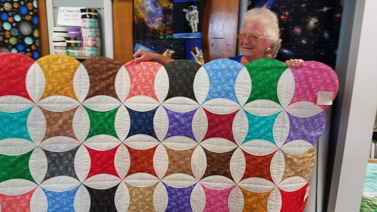 Marjorie Jordan of Dade City, made this beautiful circle quilt using our POM-POM pack