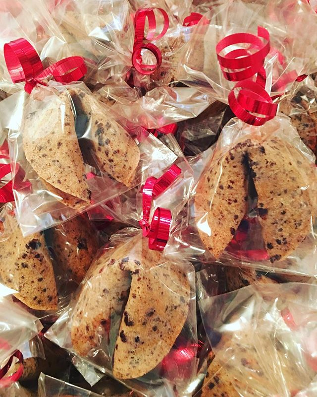 Loving the red ribbon on these custom Valentines fortune cookies ❤️❤️❤️ . . . #valentines #valentinesday #customorder #custommade #heartsprinkles #strawberrydipped #chocolatechip #localmade #handmade #gourmet #fortunecookie #madeinvancouver  #yvrfood #vancityfood #vancouver #yumfun
