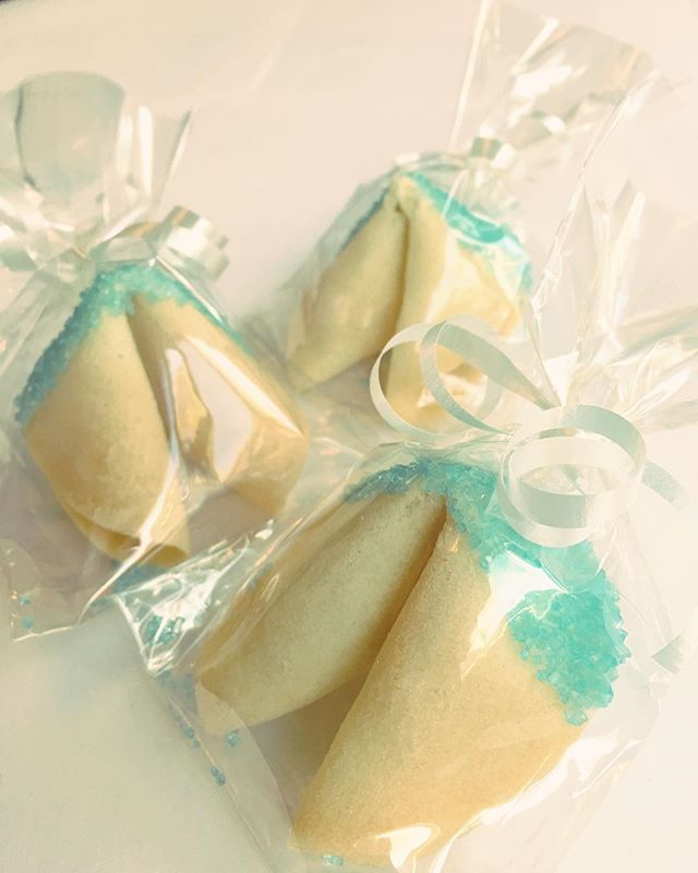Loving the blue sugar crystals on these custom cookies 😊 . . . #customorder #sugarcrystals #partyfavors #thankyougift #localmade #handmade #gourmet #fortunecookie #madeinvancouver  #yvrfood #vancityfood #vancouver #yumfun