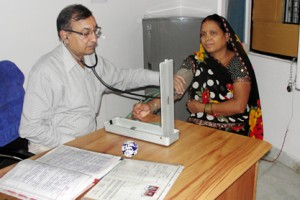 Doctor-with-patient-300x200.jpg