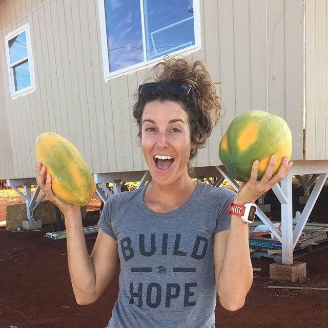 Only in Hawaii...papayas the size of your head 😲�#buyingfruitinhawaiiisacrime #gratitude #abundance #smoothiesfordays #freezerfullofpapaya #�