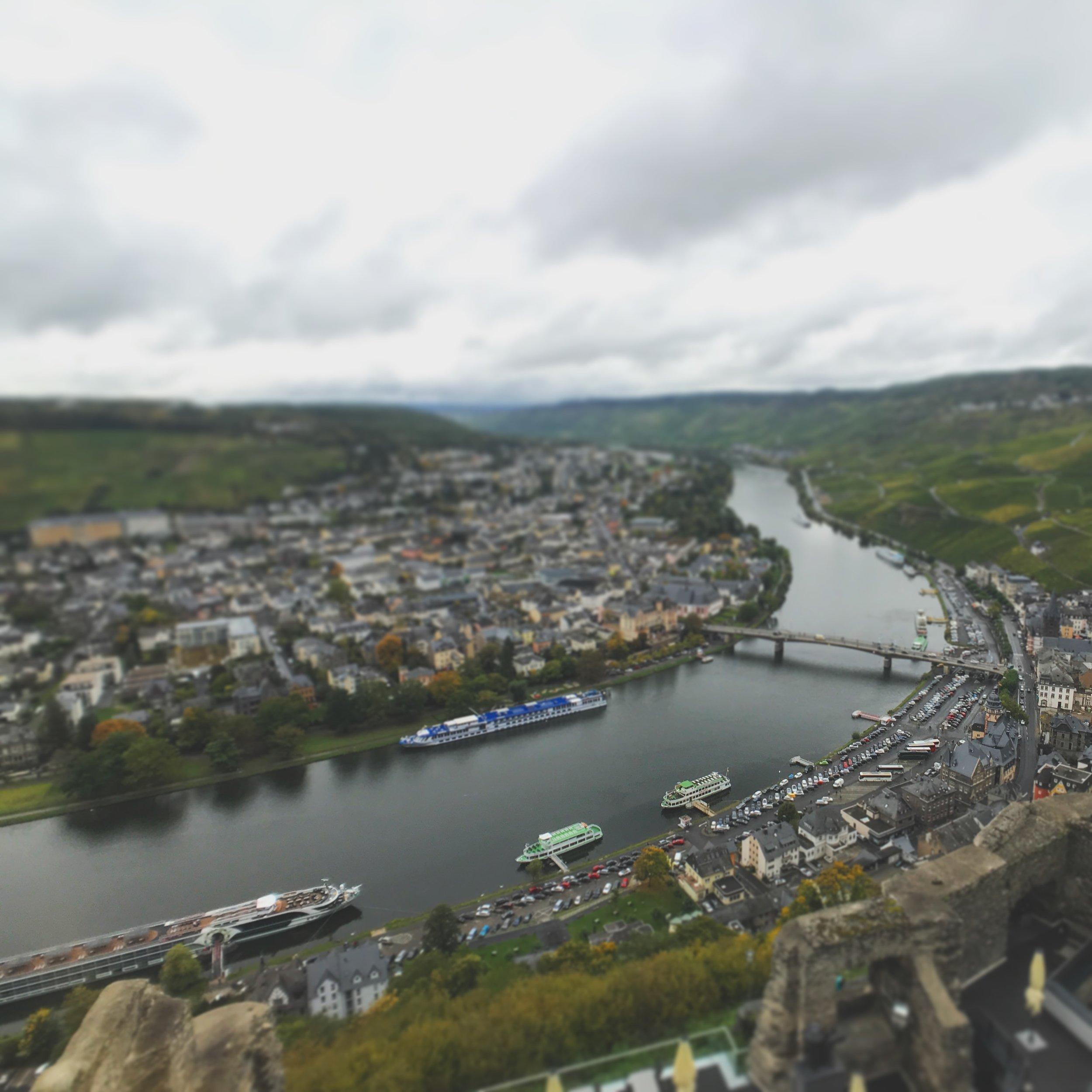 Blick auf Bernkastel-Kues von der Burg Landshut aus