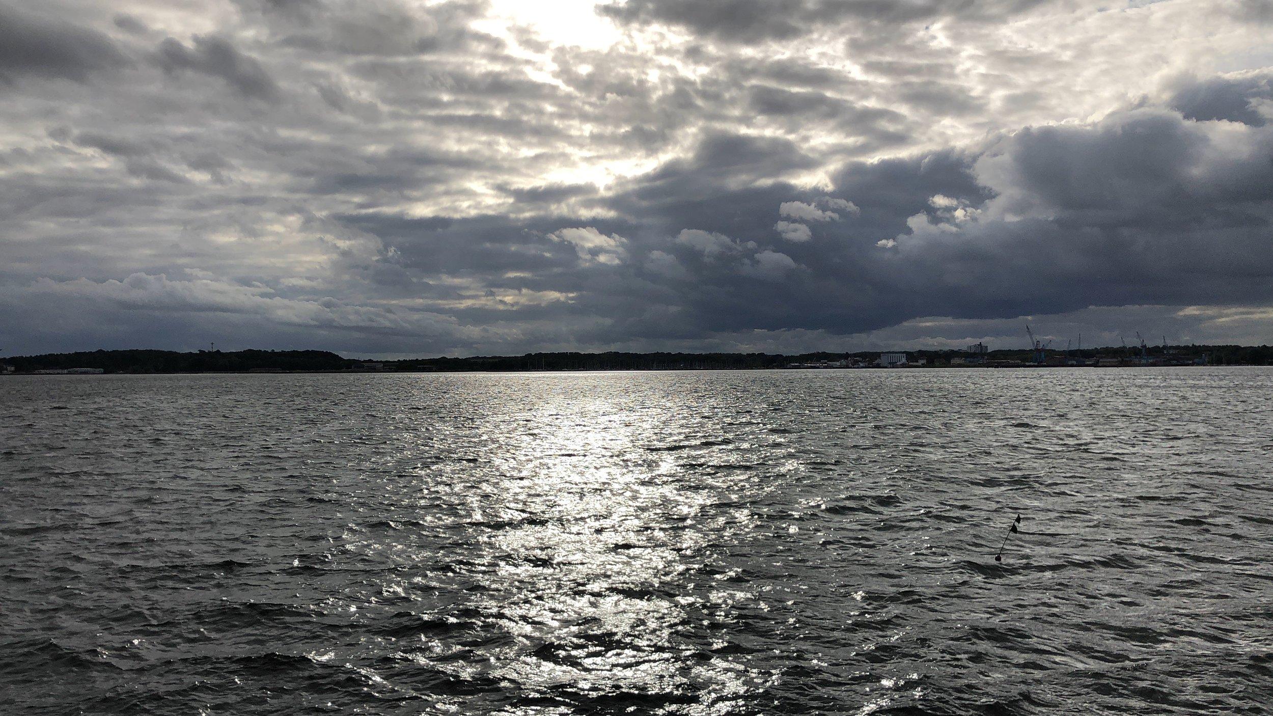 Blick auf das Westufer der Kieler Förde