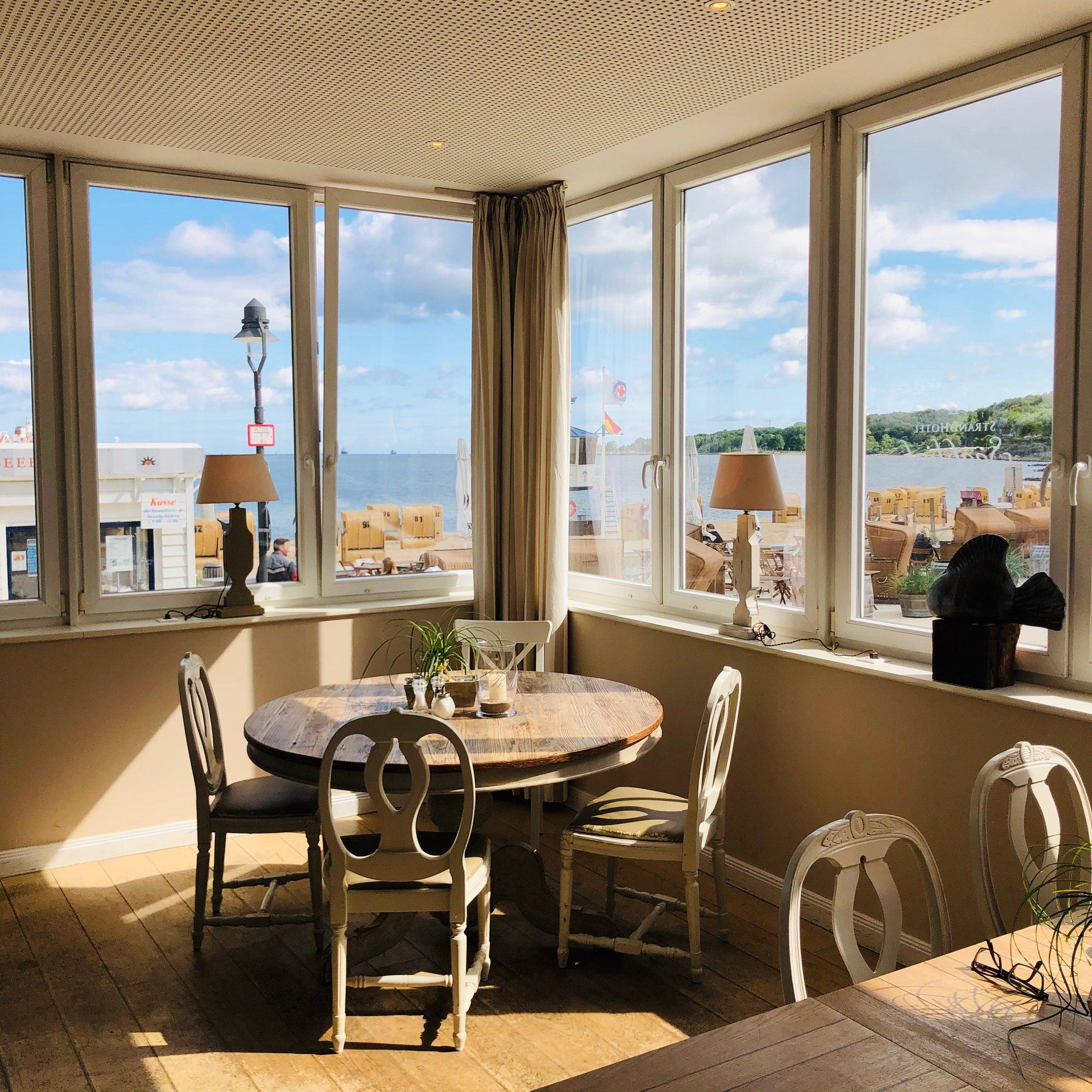Frühstücksraum im Strandhotel Möltenort