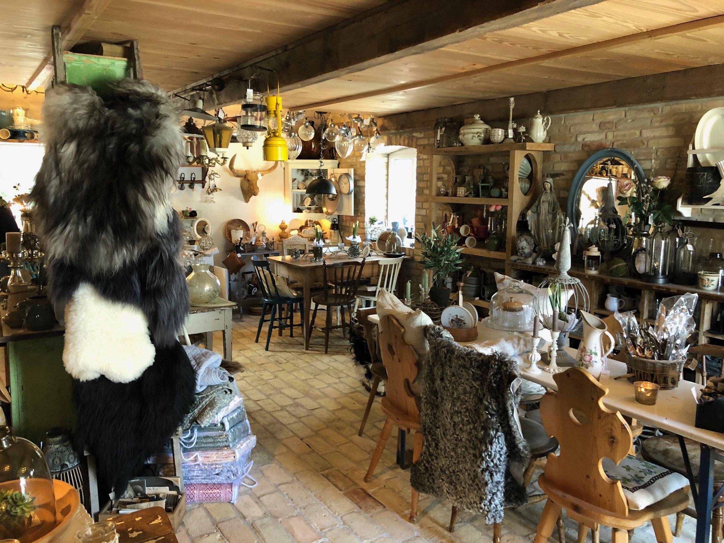 Hattesgård - Cafe und Antikgeschäft