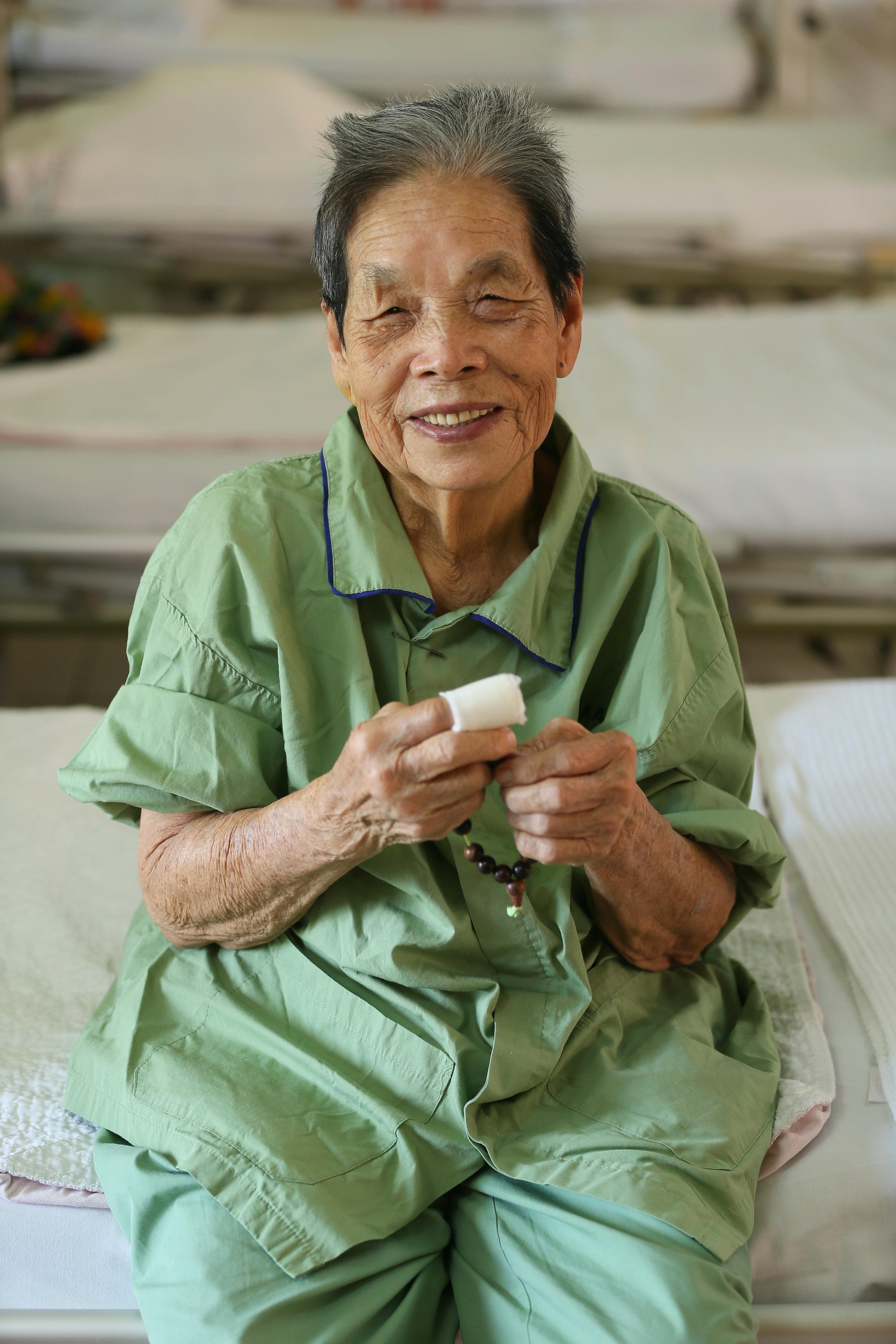 范亚霞是个虔诚的佛教徒。(陆奕萌 摄)
