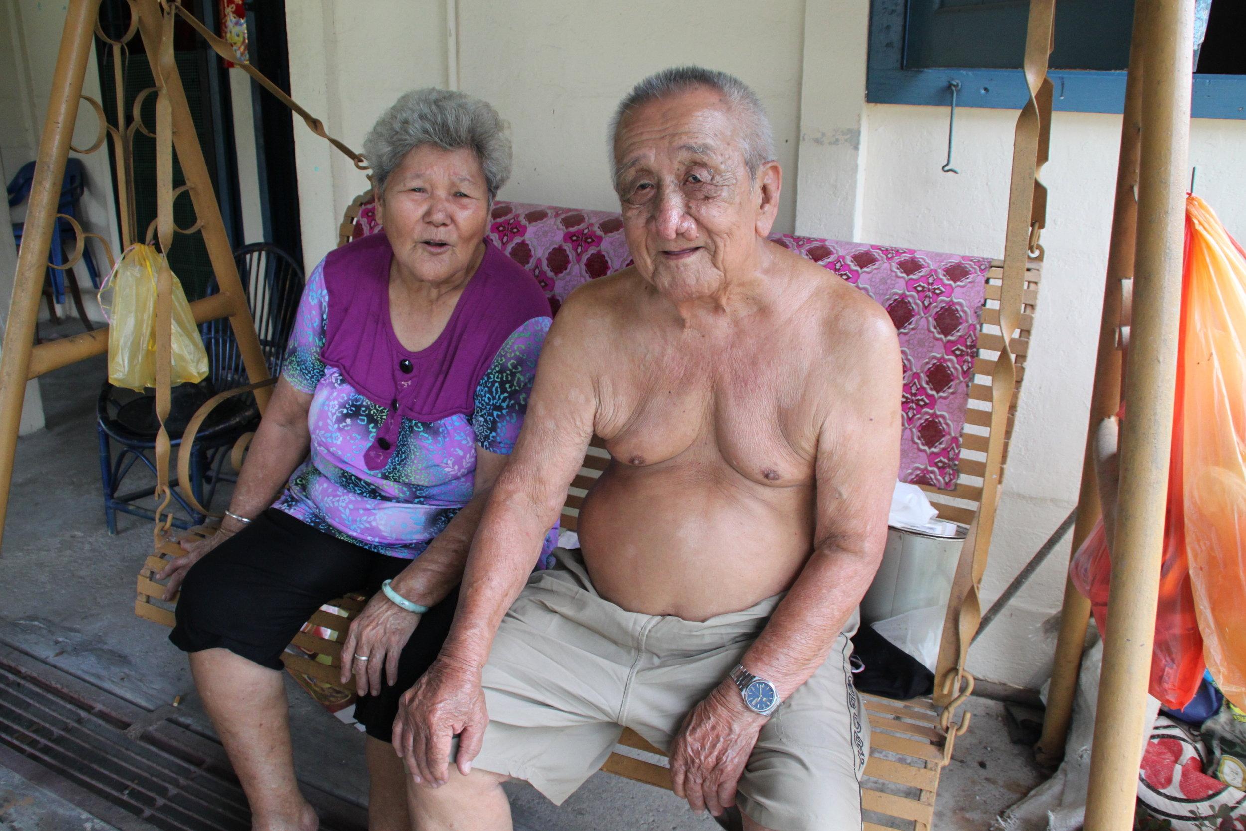 詹光清和他挚爱的妻子蔡英。(陈彦妮 摄)