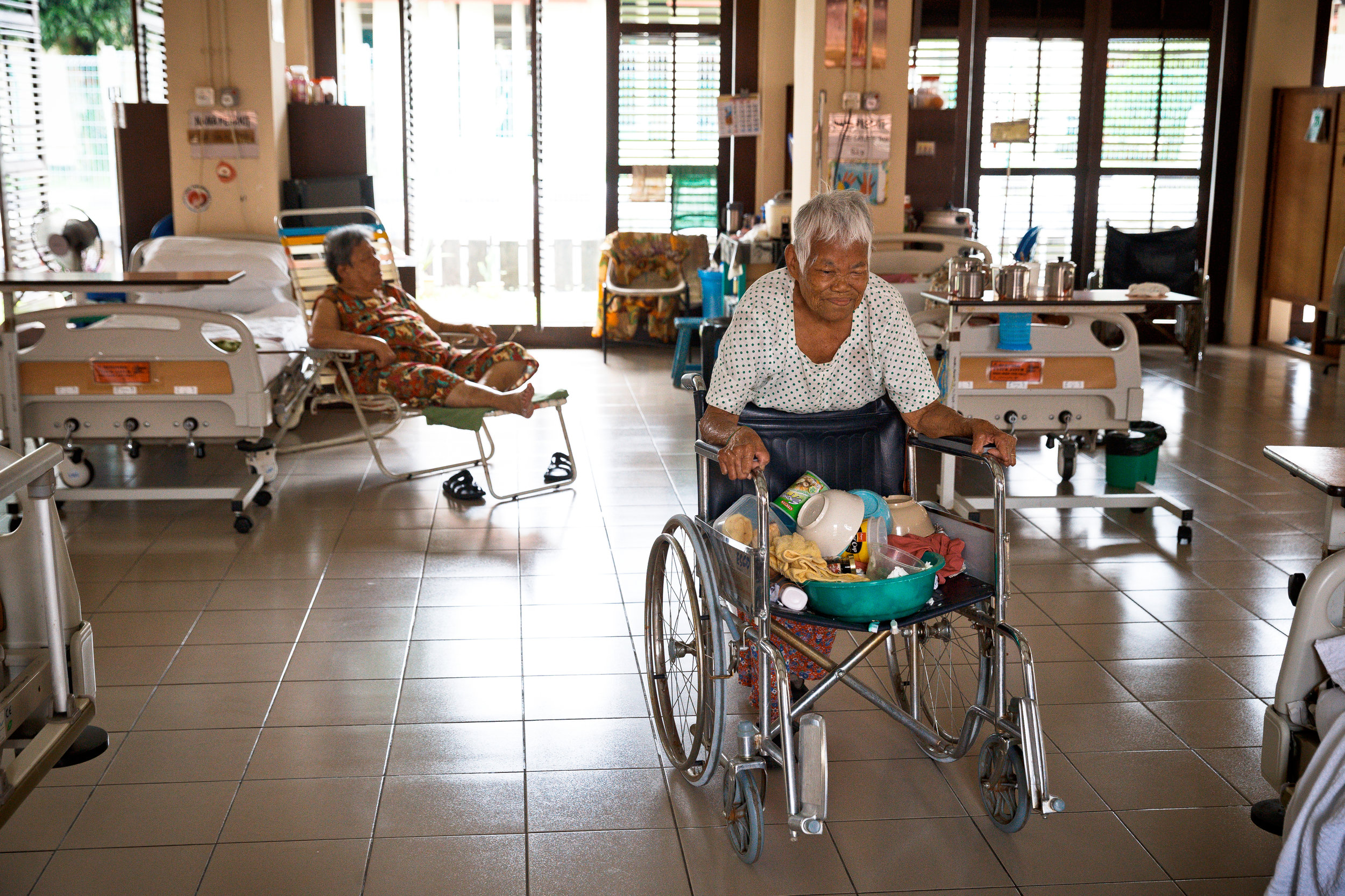 Lee would use her wheel chair to transport her utensils for washing. (photo by Mango Loke)