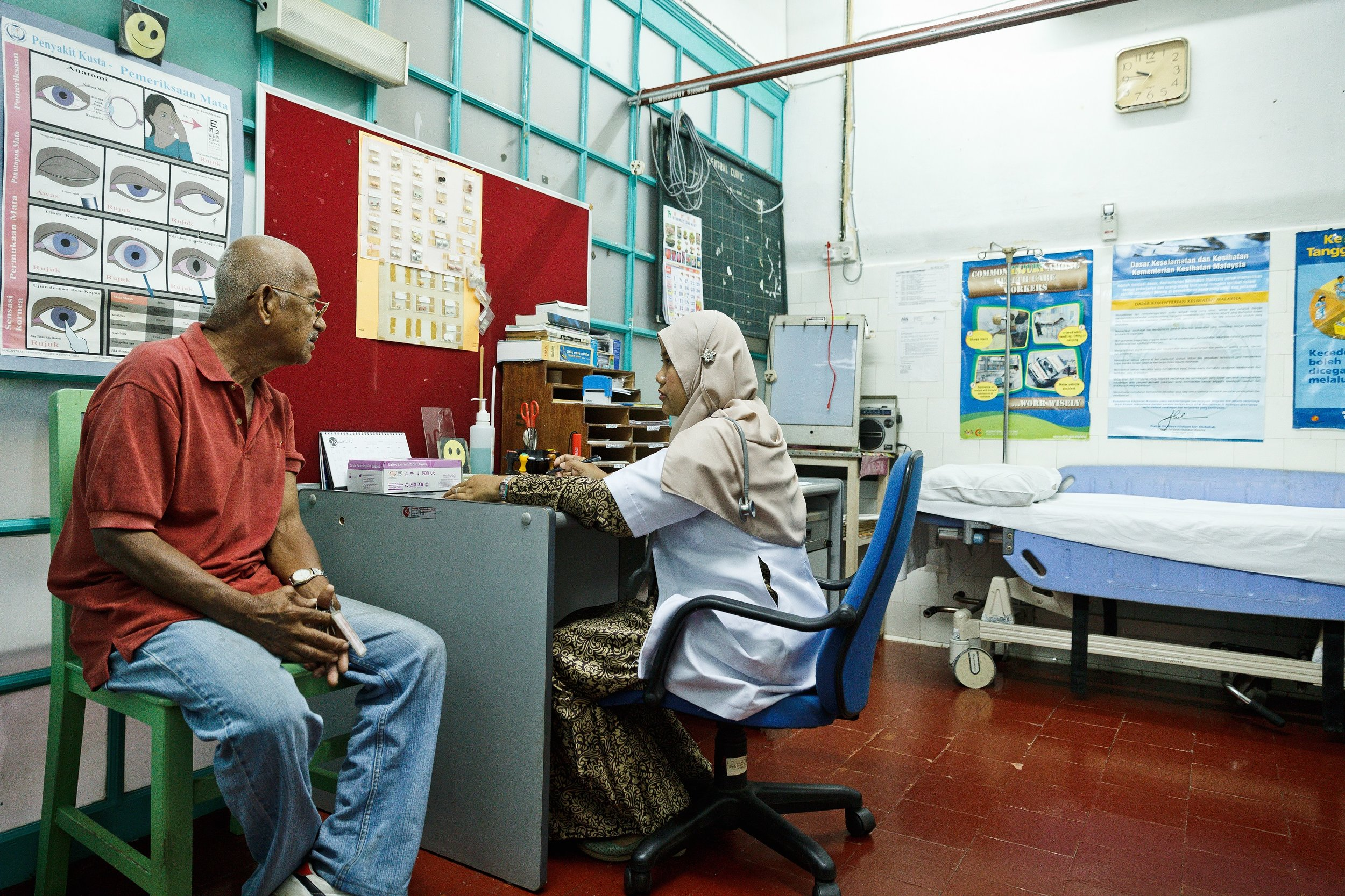 Every Tuesday and Thursday, there will be a doctor at the Central Clinic to give consultation and treatment to the residents. (photo by Mango Loke )