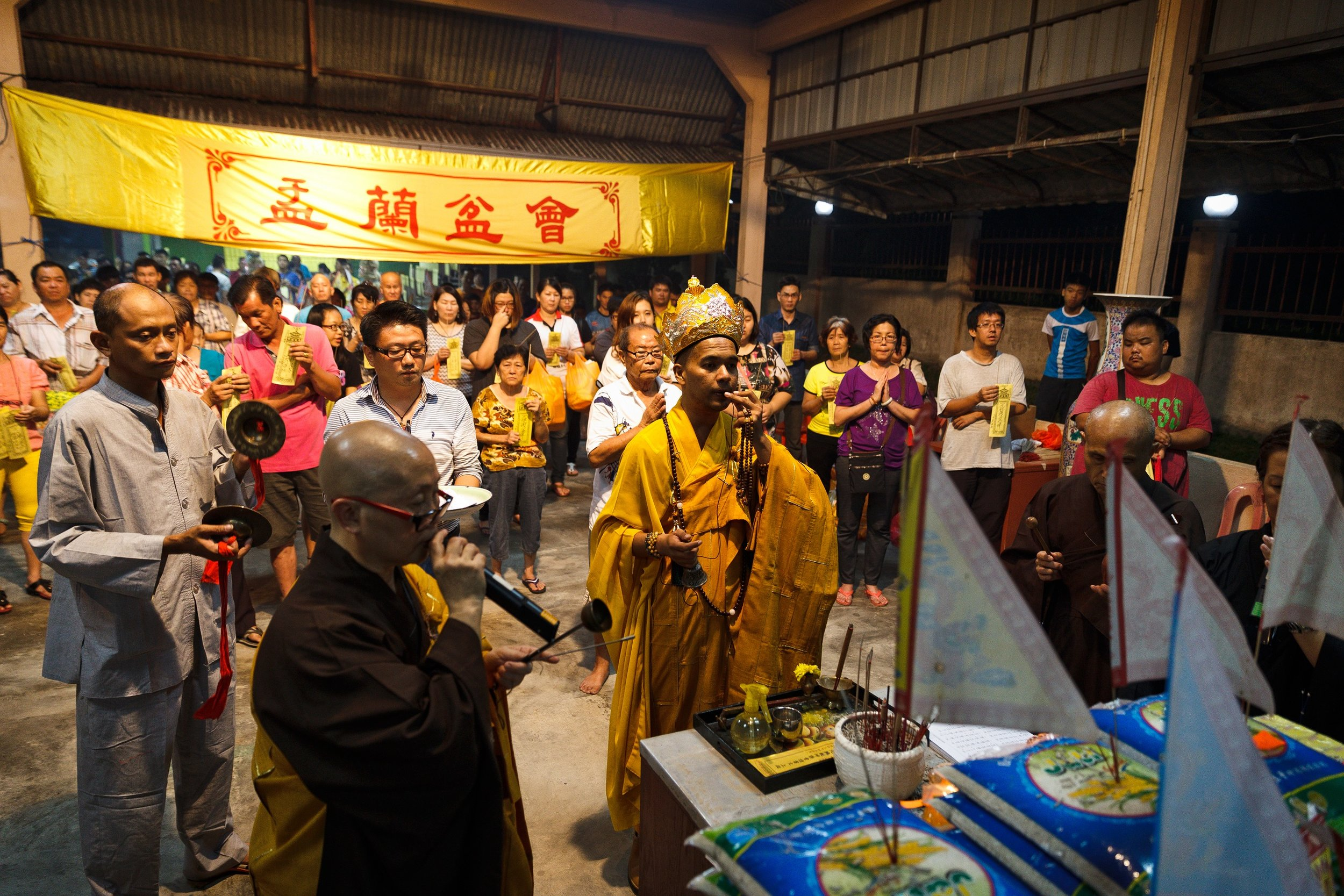 Chanting ceremony during Festival of the Hungry Ghosts at the Buddhist Temple. (photo by Mango Loke)