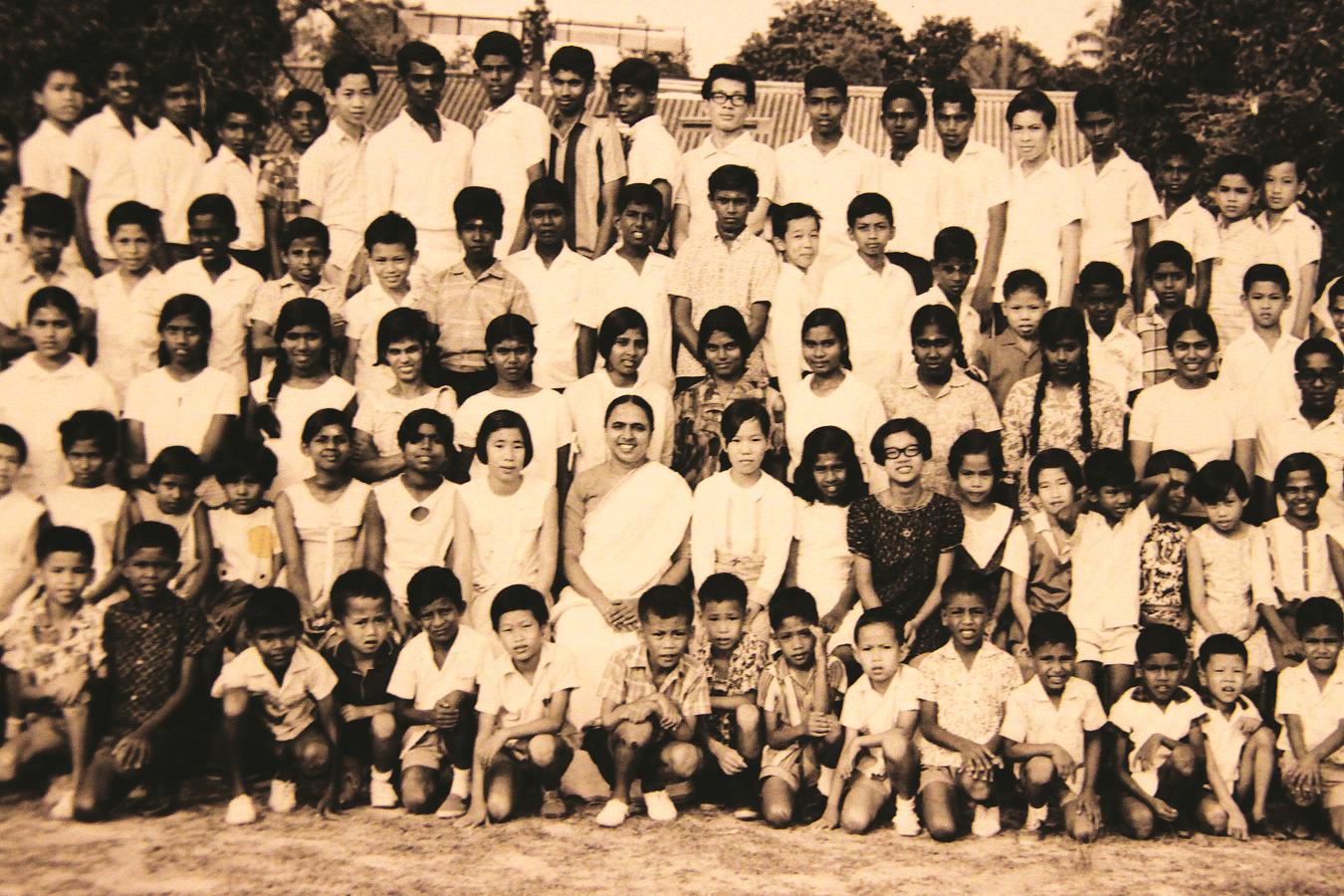孟卡兰主持的清心慈善社给了麻疯病院的后代一个家。(照片由孟卡兰提供)