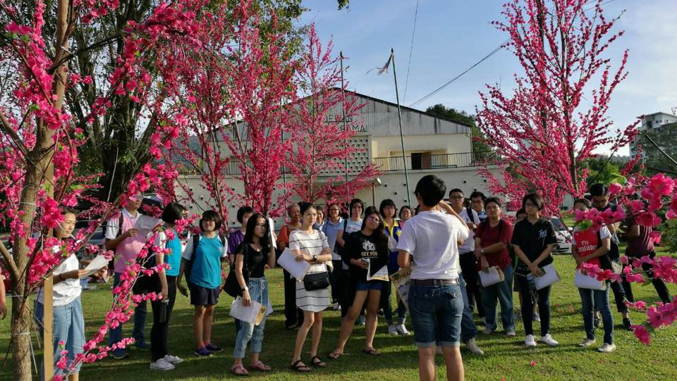 The guided heritage tour, with the objective to deepen the visitors' personal realization and understanding of the overall historical context. (photo by Stanley Woo)