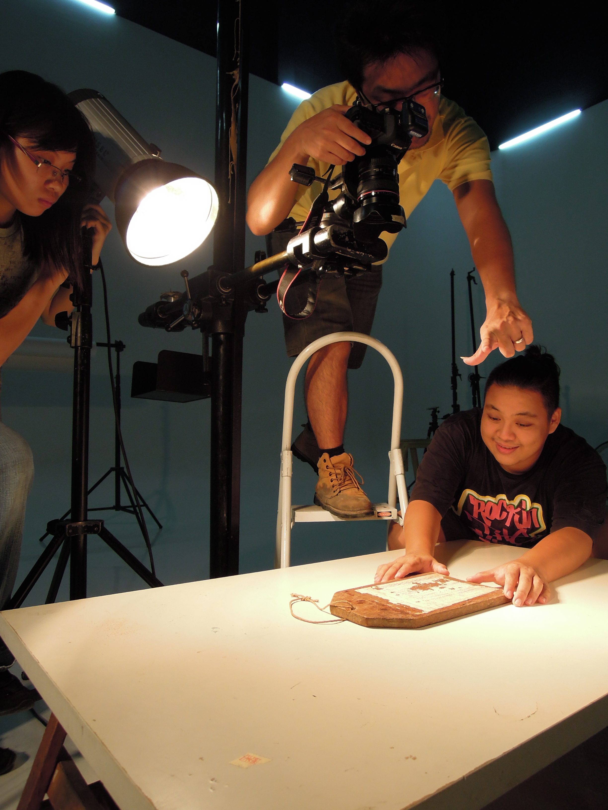 Re-shooting of the artefacts for the Story Gallery. (photo by Studio DL)