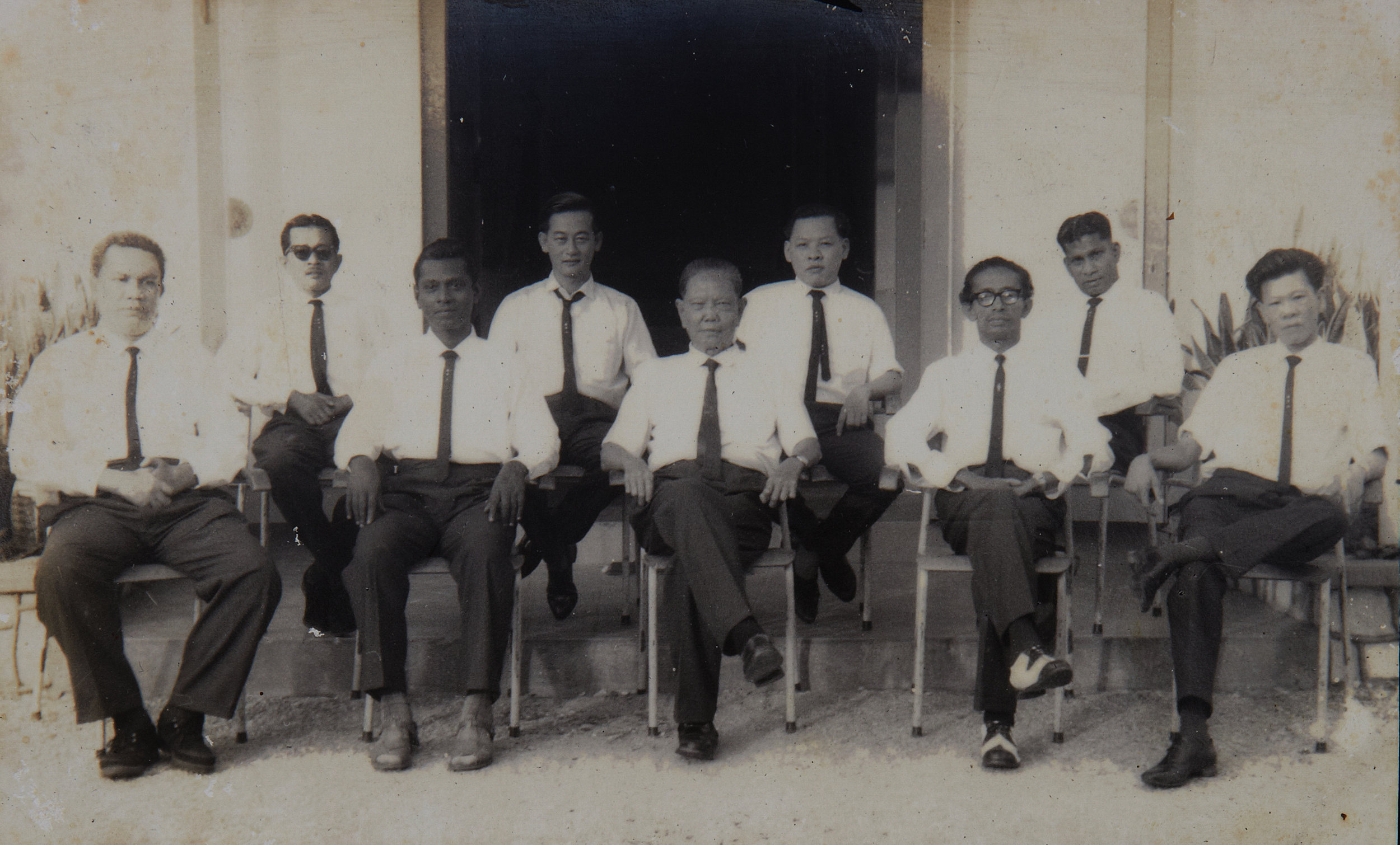 Group photo of the first committee members of the Sungai Buloh Settlement Council. (photo courtesy of Sinathambby)