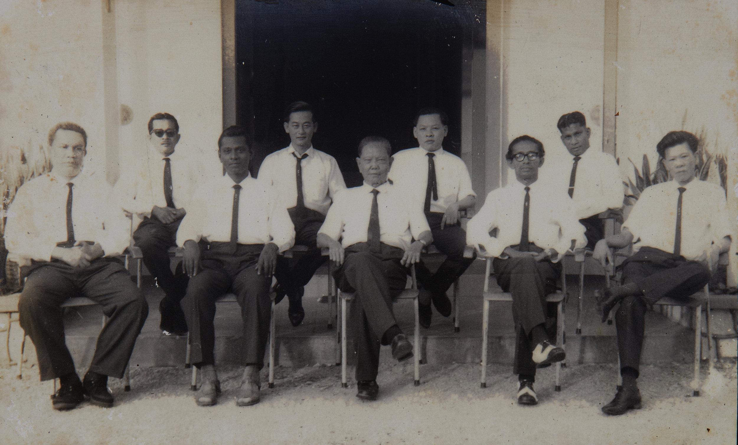 第一届双溪毛糯麻疯病院参议会理事全体照。(照片由辛纳旦比提供)