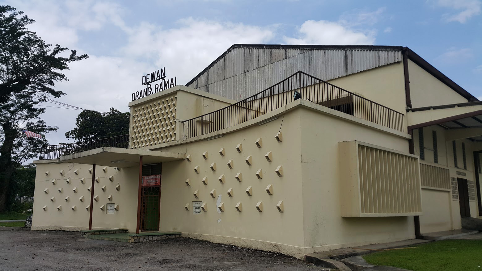 The Community Hall that houses the office of the Sungai Buloh Settlement Council. (photo by Teoh Chee Keong)