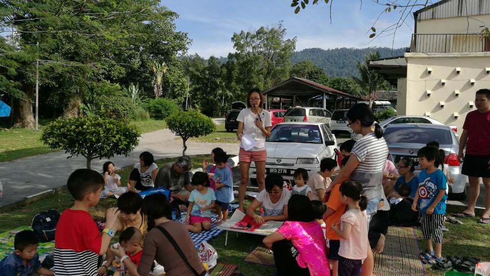 Family activities in the Valley of Hope. (photo by Stanley Woo)