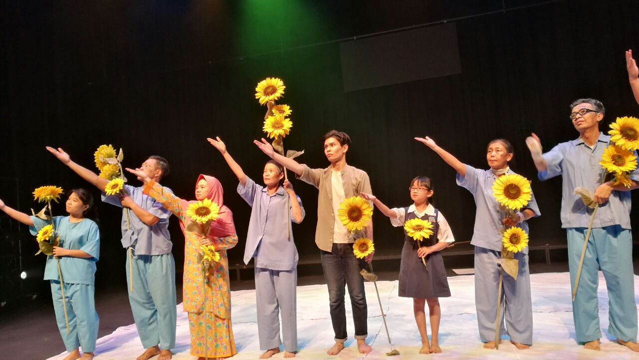"""Drama entitled """"The Valley of Hope"""" performed by Dramatic Art Society to help raise fund for the Story Galley. (photo by Lim Mei Kim)"""