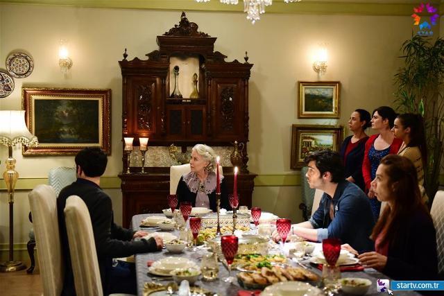 istanbullu gelin-salon- yemek masası.jpg