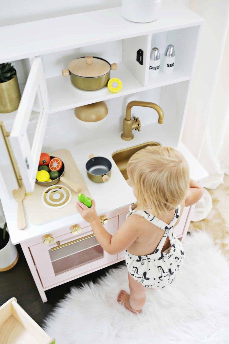 cocuk-dostu-mutfak-dekorasyonu-minyatur-mutfak