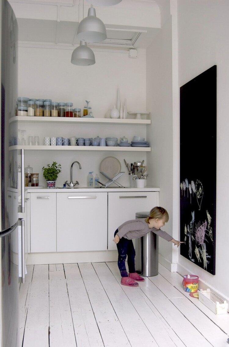 cocuk-dostu-mutfak-dekorasyonu-karatahta