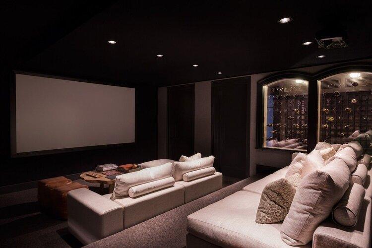 karanlık-ev-sineması