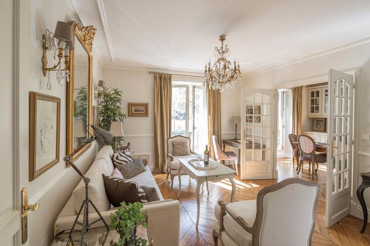 klasik-mobilyalarla-parizyen-dekorasyon