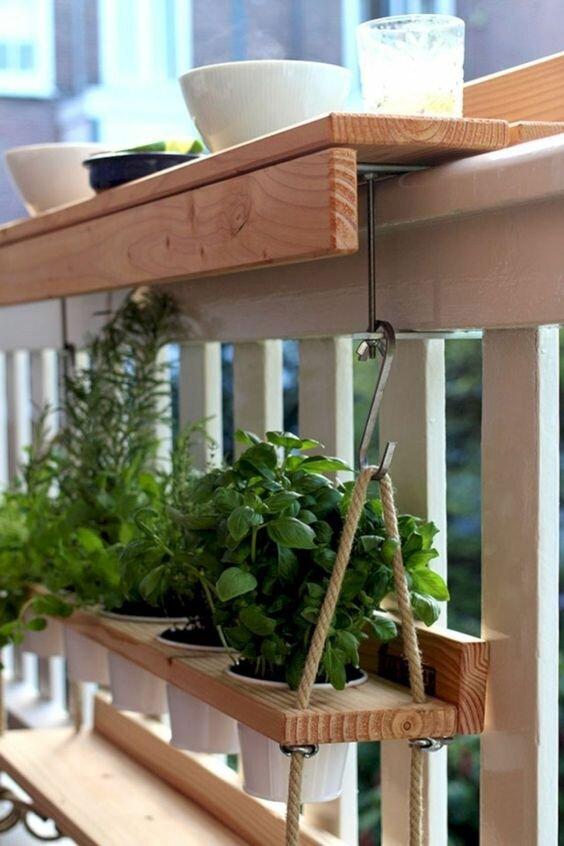 balkon-masası-örnekleri-saksı