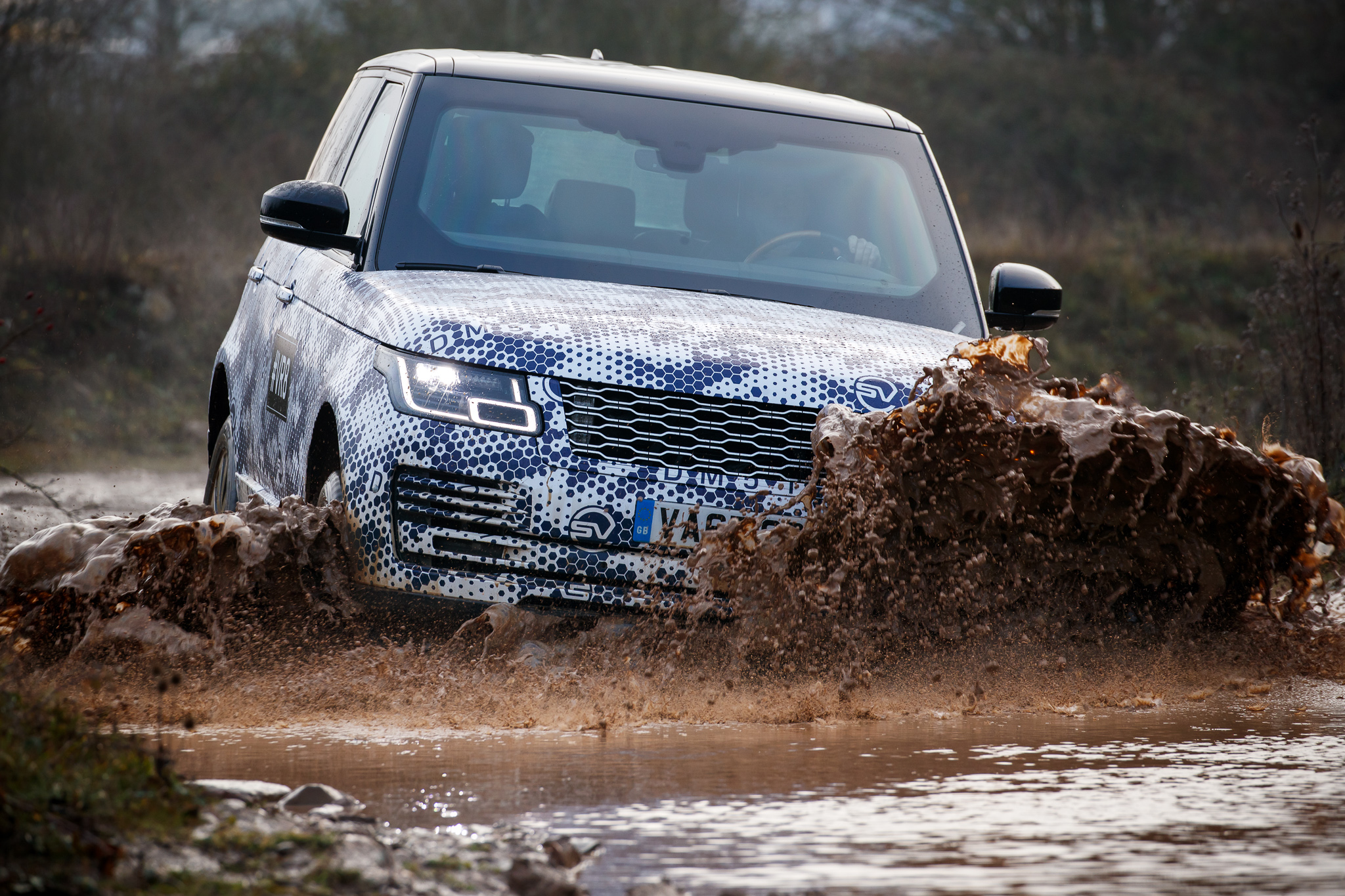 Armoured Range Rover Sentinel  mud.jpg