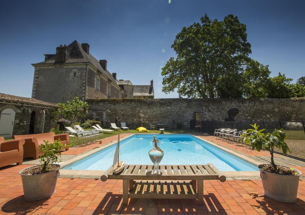 BB_Piscine_vue-sur-chateau 09-42-45-528.jpg