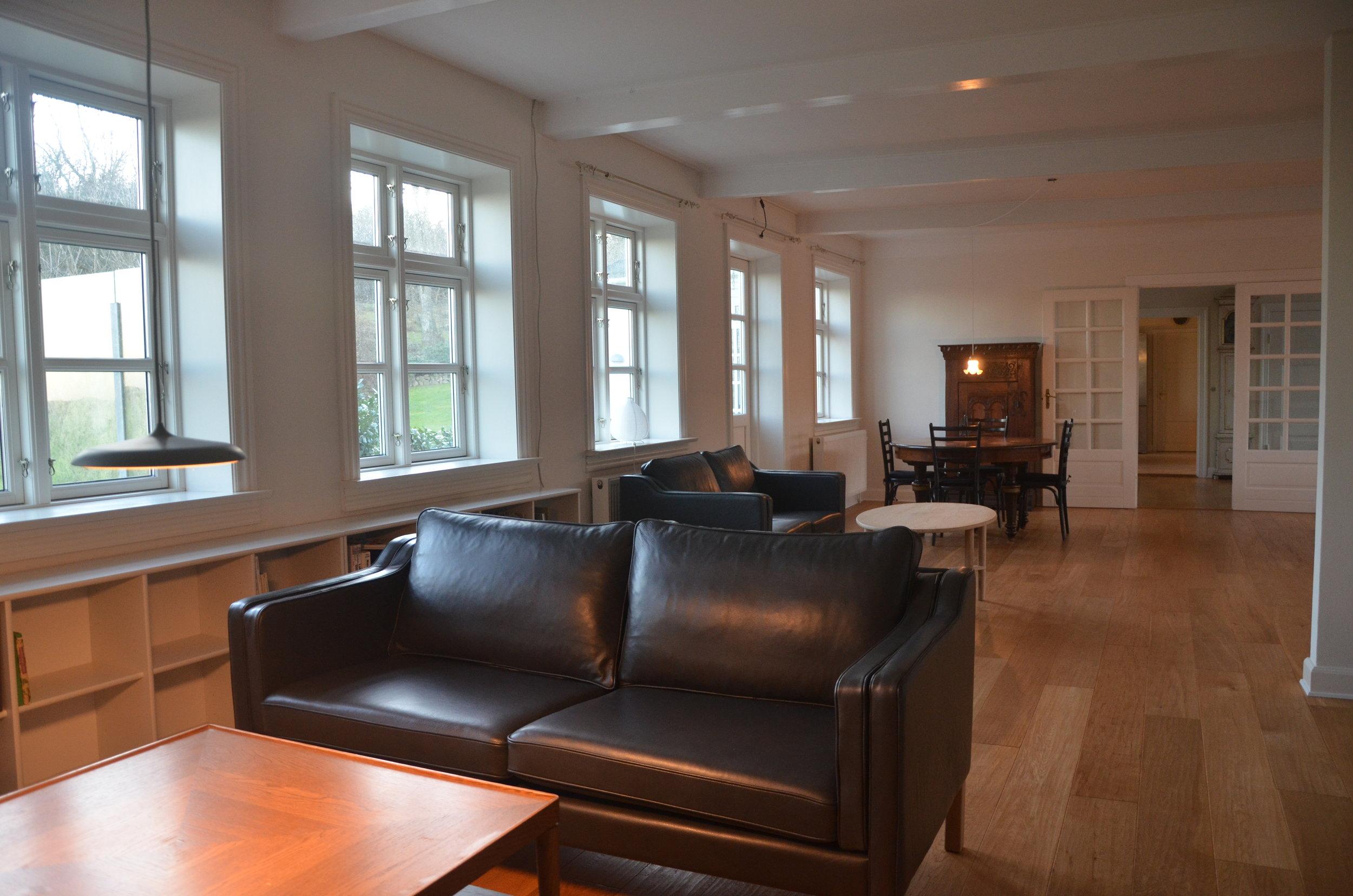 B Living Room 2.JPG