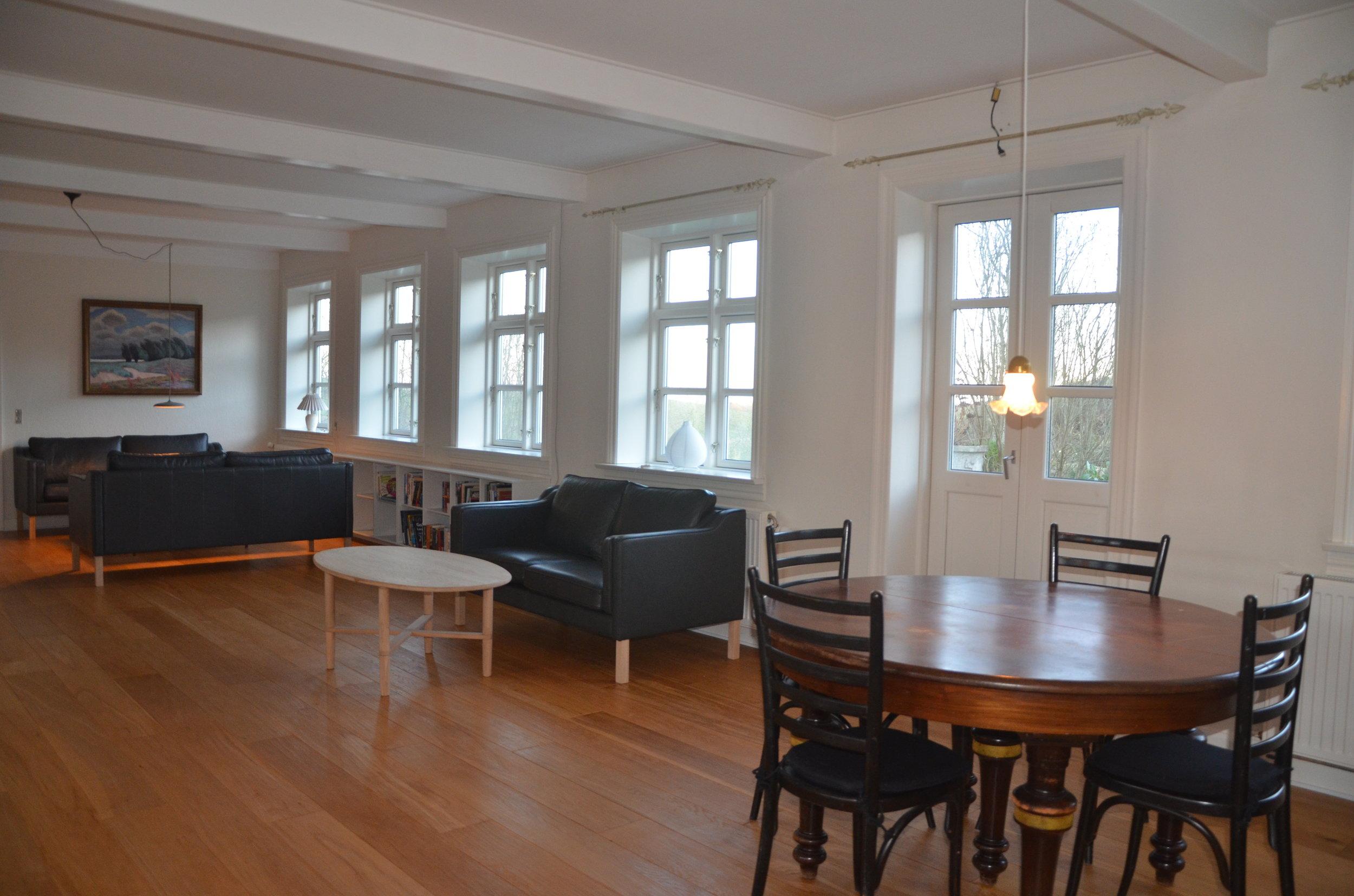B Living Room 4.JPG
