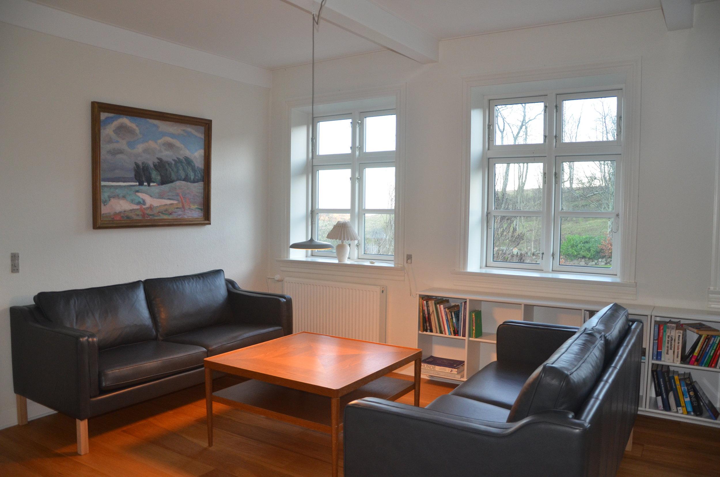 B Living Room 5.JPG