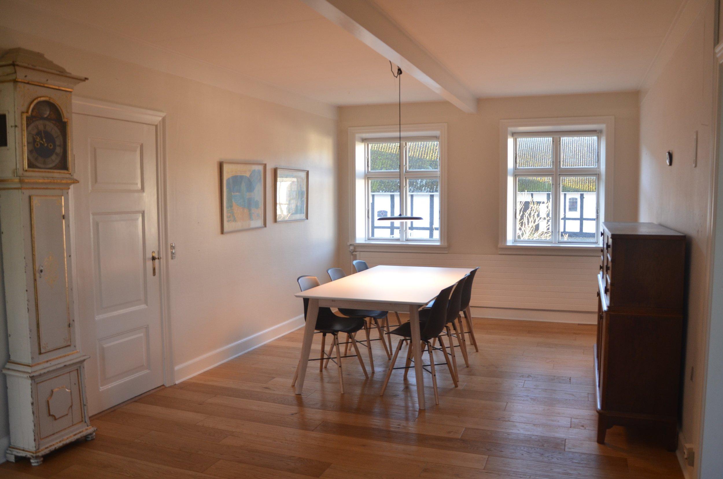 B Living Room 9.JPG