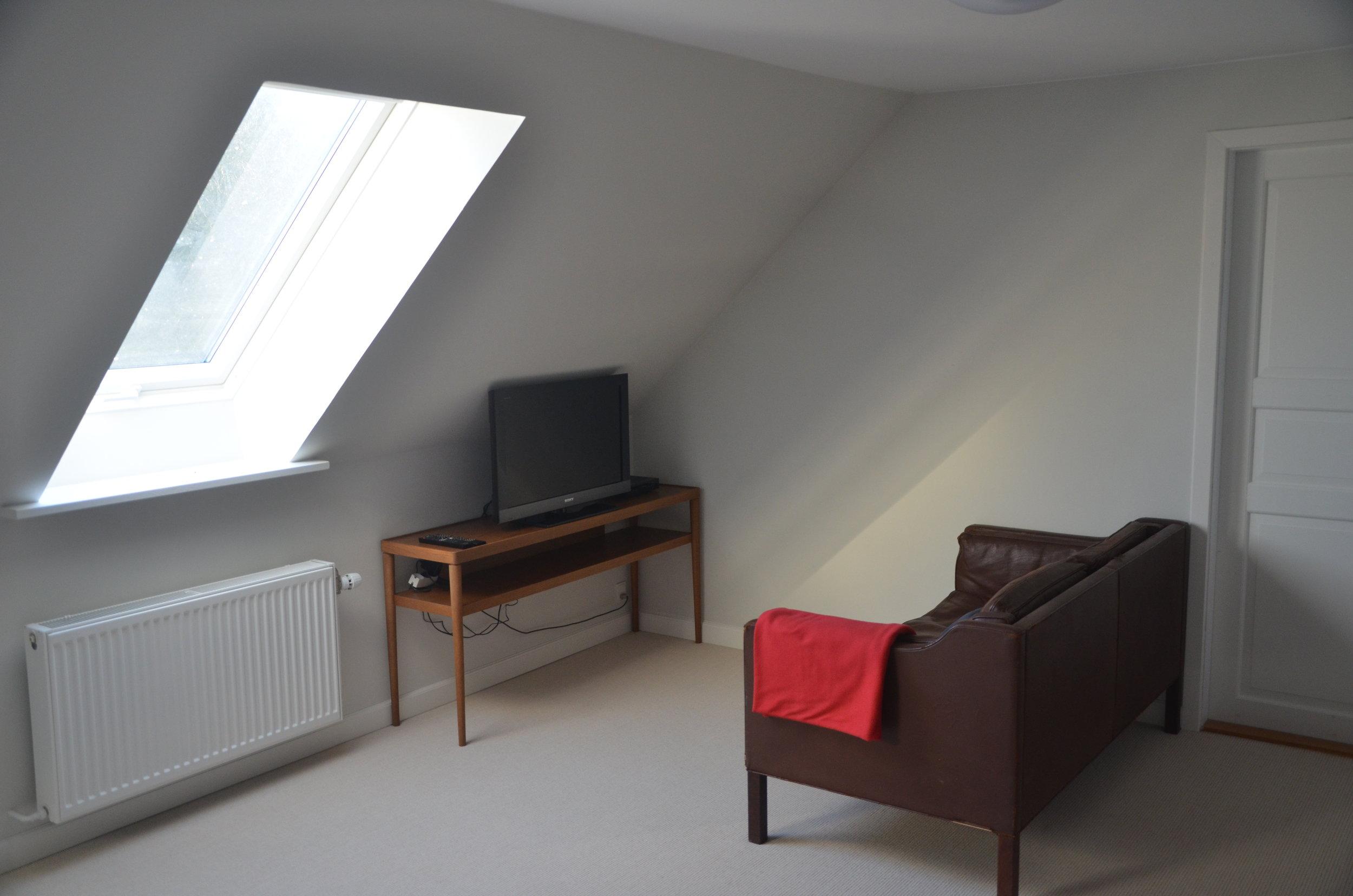 B Living Room 11.JPG
