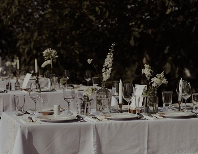 Summer table 😍  Photo: Orsi  #weddingphoto #weddingflowersdecor #naturalwedding #mood #weddingdecor #weddingstyling #barefootweddingstyle #barefootteam #weddinginthenature #flowers #weddingseason  #balatonwedding #mik #ikozosseg #tellon #lookslikefilm #livefolk #whitemagazine #whitedecor #vscohun #vscomood #heyheyhellomay #greenweddingshoes #junebugweddings #dirtybootsandmessyhair #theweddinglegends #loveandwildhearts #lifeofadventure #adventurouswedding #intimatewedding