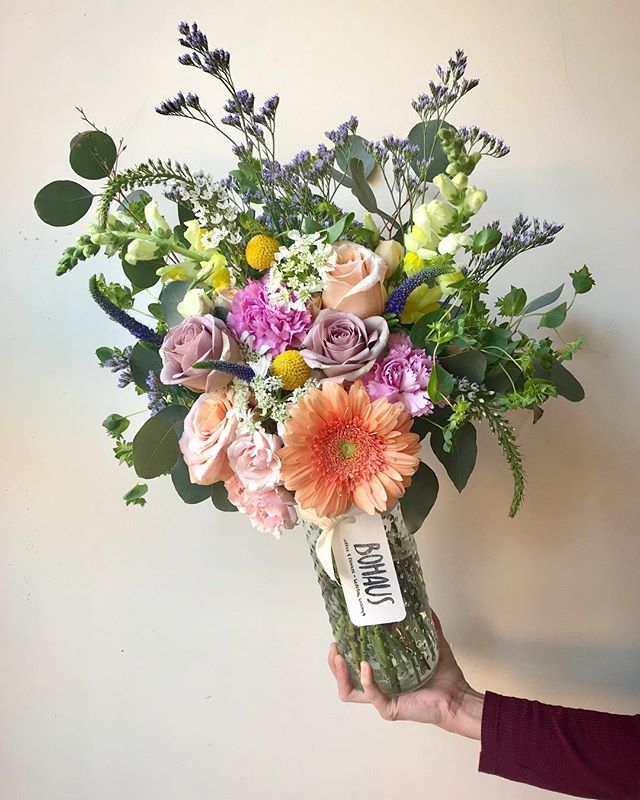 ...a stacked up bunch of #blooms in #hobnailglass all ready for #delivery! 💐🍃💐 it's gonna be a #beautiful #saturday, ya'll! stop in and say *hi*...we're open til 6.